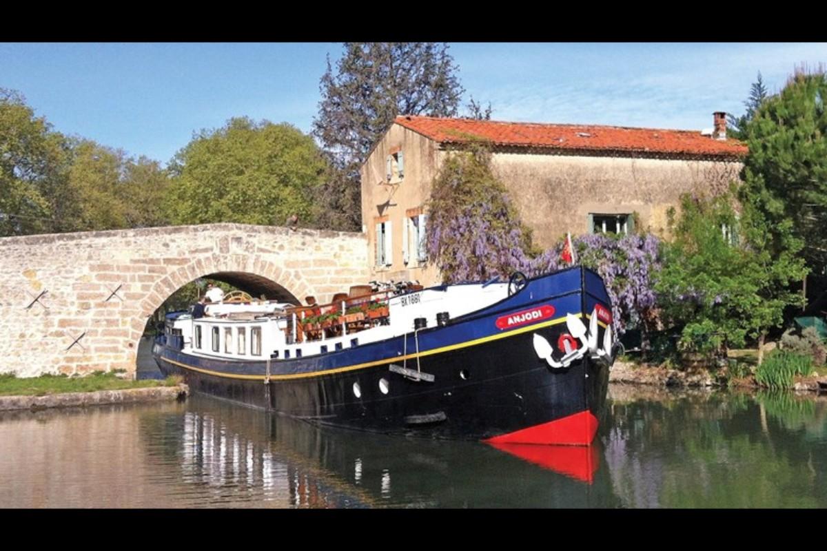 Destination deep dives on European Waterways barges