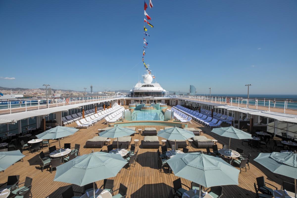 Regent Seven Seas Mariner calls in at Hong Kong