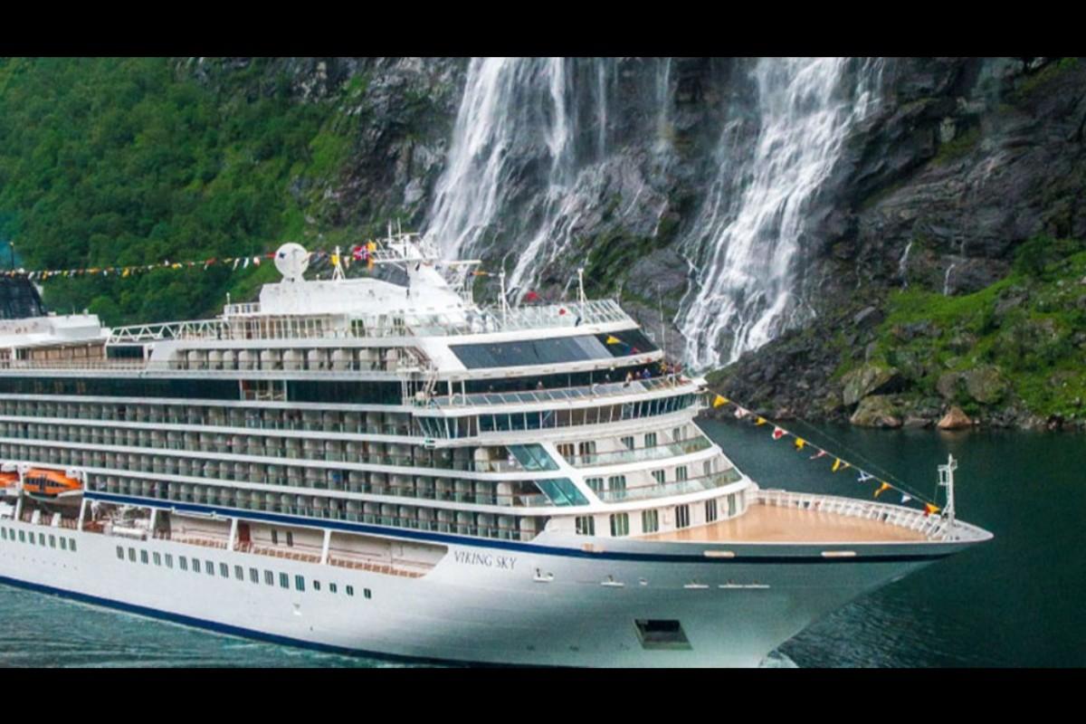 Travel advisor on stranded Viking Sky gives crew high marks
